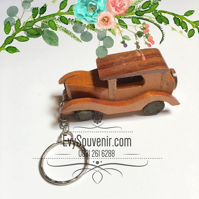 Souvenir Gantungan Kunci Miniatur Mobil Terbuat Dari Bahan