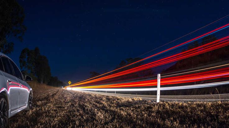 """Nachtaufnahmen mit Lichtstreifen sind mit der App """"Slow Shutter Cam"""" kein Problem."""