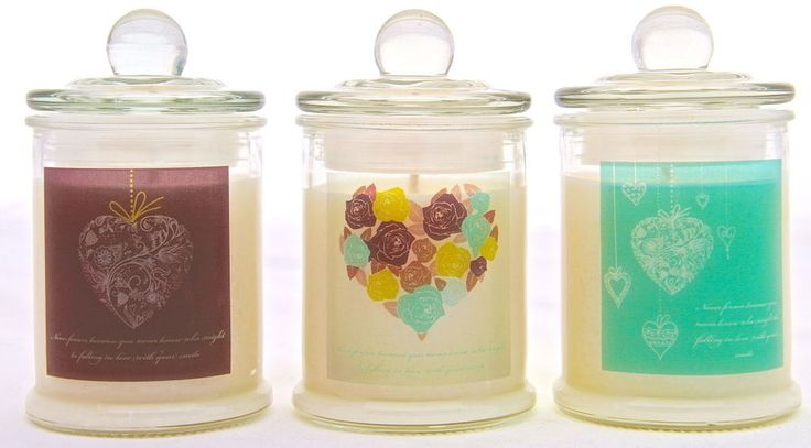 CANDLECARDS by PEACE LILY GENEROUSLY SCENTED SOY CANDLE WITH PINK BEAR DECAL. IDEAL CHRISTMAS GIFT.