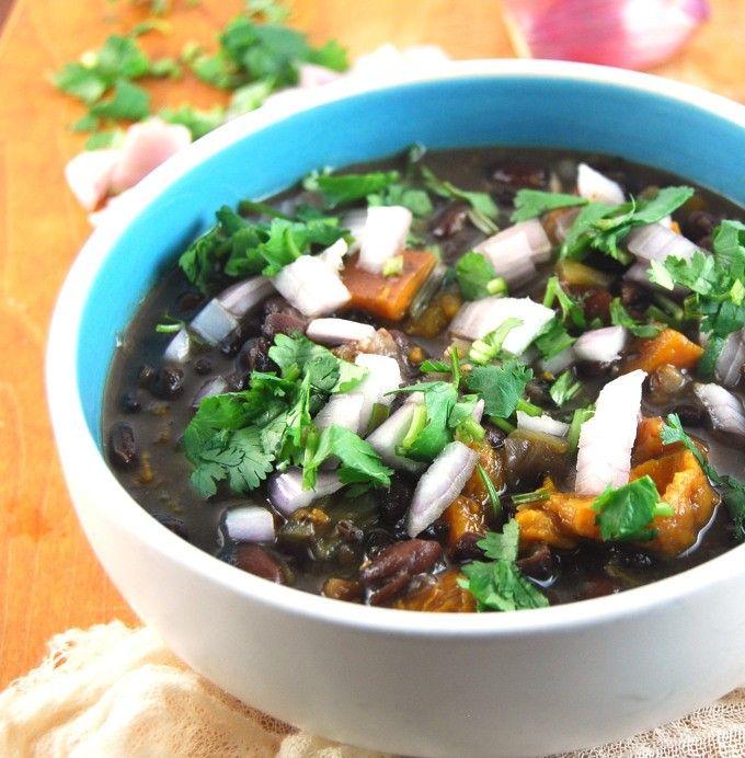Fat-Free Cuban Black Bean Stew in a Crockpot | http://holycowvegan.net/2015/05/fat-free-cuban-black-bean-stew.html
