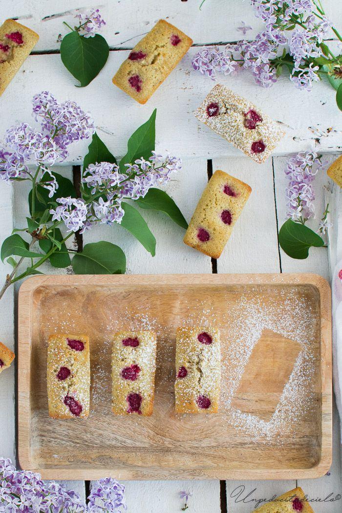 Financiers de almendra, pistacho y frambuesas. Son crujientes por fuera y blanditos y delicados por dentro.