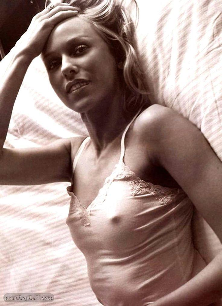 Plain jane nude selfie