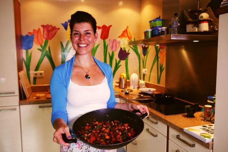 Mireille Götz noemt het zelf meestal 'plantaardig eten'. Dat klinkt minder eng dan veganistisch, vind ze. Vegan eten is voor veel mensen toch nog een stap.