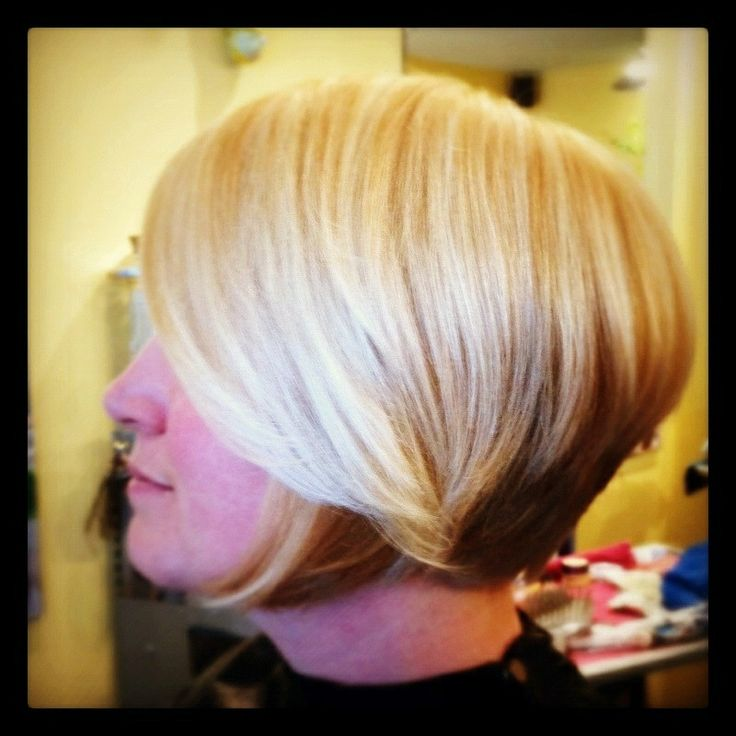 Short sweet bob on honey blond hair with blond highlights.