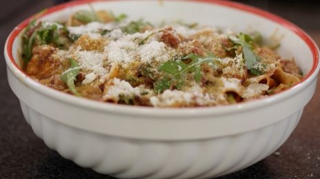 papprdelle met kip en chorizo  http://www.een.be/programmas/dagelijkse-kost/recepten/pappardelle-met-gegrilde-kip-en-chorizo