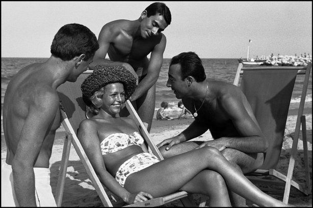 CESENATICO, Italy—At the beach, 1960.  © Erich Lessing / Magnum Photos (via SLATE)