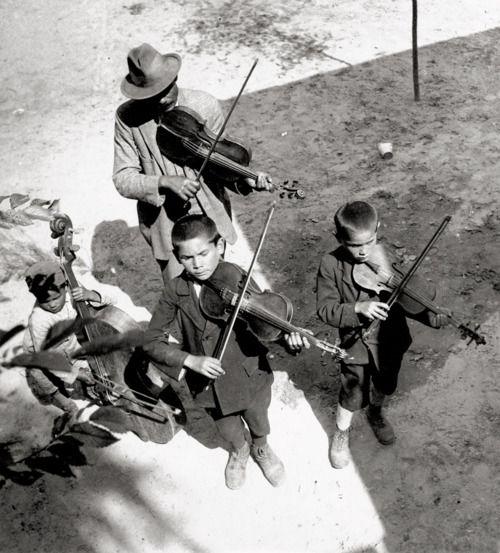 Eva Besnyö  Gypsies, Balaton, Hungary. 1931