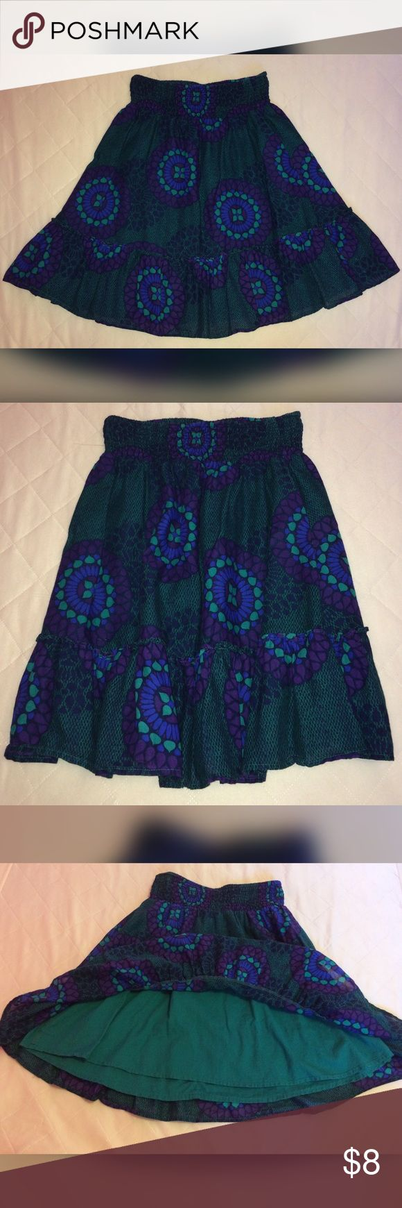 Old Navy Green & Purple Skirt Old Navy Skirt. Green & Purple. Built-in Under Skirt. Size XS. 18 inches long from top to bottom. Old Navy Skirts
