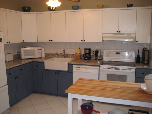 The dreaded 80's Kitchen is always a pain, and at first it seems like there is no hope but to replace all the cabinets. However, that is not the case!!! I have a friend stuck in a rut with he…