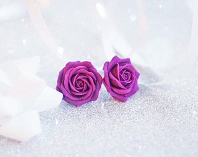 Postes de madera color de rosa púrpura, pendientes rosa púrpura, tacos de flor de color púrpura, tacos rosas púrpura, pendientes rosas púrpura, pendientes flor morada
