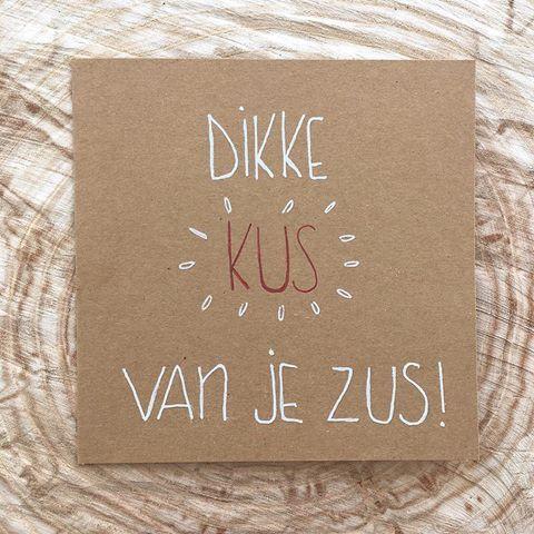 Volgende week vrijdag is het broers en zussendag. Stuur dus een leuk kaartje! #lievigheidje #kaartje #broersenzussendag #broersenzussen #broer #zus #dag #kus #kusvanjezus #dikkekus #echtepostiszoveelleuker #post #kaartenhandmade #hout #boomschijf #sister #brother