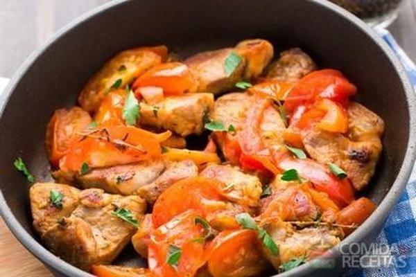 Receita de Frango com açafrão e tomate em receitas de aves, veja essa e outras receitas aqui!