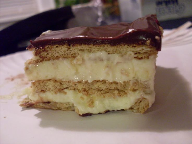 This crazy layered pudding dessert tastes freakishly similar to chocolate eclairs.