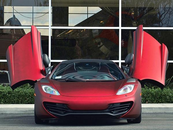 McLaren MP4-12C  http://ndhmoney.vn/web/guest/s34/-/journal_content/sieu-xe-mclaren-va-lamborghini-boc-nhung