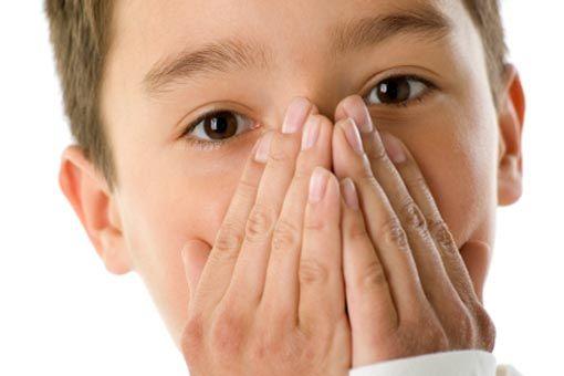 Comment réagir en cas de toux chez l'enfant ? - La toux chez l'enfant est une réaction à une irritation des voies respiratoires. Les différentes formes de toux, les causes, comment soulager la toux grasse ou sèche.