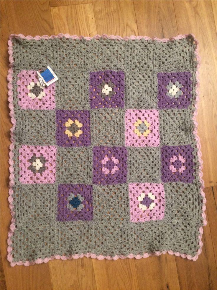 Granny baby  blanket  78x67 cm før pressing.