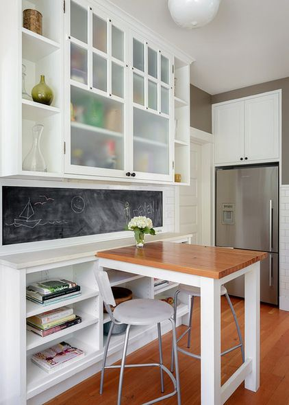 Create a kids' zone. If you have children and a good-size space, set up an area in the kitchen where the kids can hang out, do homework and eat snacks. This will allow you to all be in the kitchen together without the little ones getting underfoot.