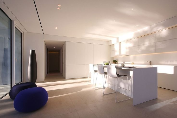 Jesolo Lido Pool Villa by JM Architecture Like the simplicity and the white cabinetry. Fridge & dishwasher are concealed which is nice