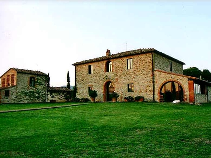 Villa Monte 2 is a stone villa for rent in Tuscany, with an incredible location in the Arezzo province. The furnishings and decorations recall the old-world charm. http://www.ciaoitalyvillas.com/tuscany-vacation-rentals/arezzo/bucine-villas/10040