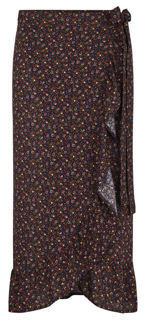 49a86ad0317 Slå om nederdel i Viscose med flæser. Find et gratis og meget nemt mønster  på