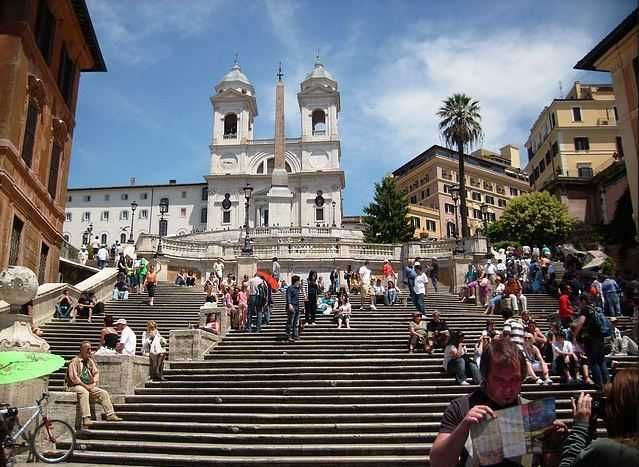 Spanish Steps - Top 10 Tourist Attractions in Rome http://www.traveloompa.com/top-10-tourist-attractions-in-rome/