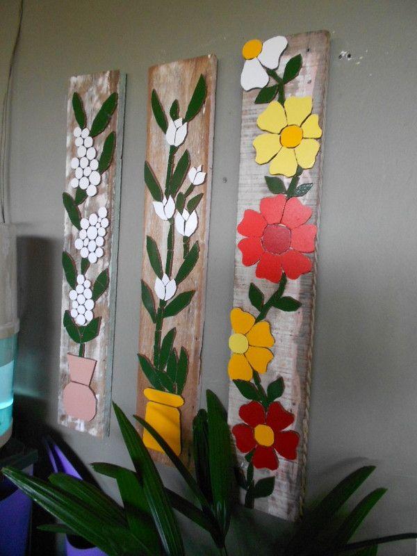 Painel madeira demolição com mosaico