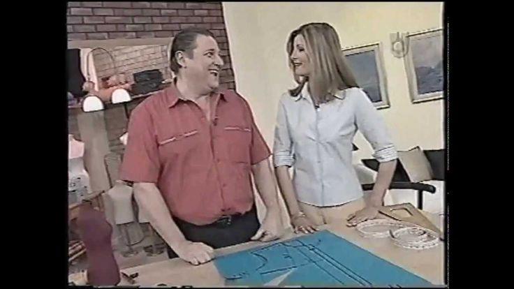 Hermenegildo traza los moldes para una camisa entallada dama talle 44, con tela al bies, con la correspondiente ubicación de los modes sobre la tela, y el co...