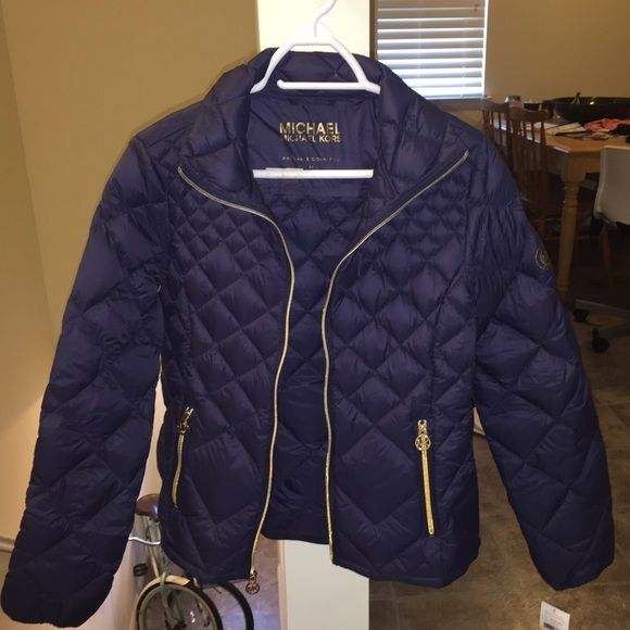 Medium Michael Kors down puffer coat NWT Brand new Michael Kors packable down puffer coat. Fits into carry bag which is include. Size medium. Navy blue with gold hardware. Michael Kors Jackets & Coats Puffers