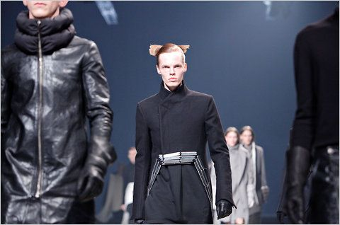 http://graphics8.nytimes.com/images/2011/01/20/fashion/runwayspan/runwayspan-blog480.jpg