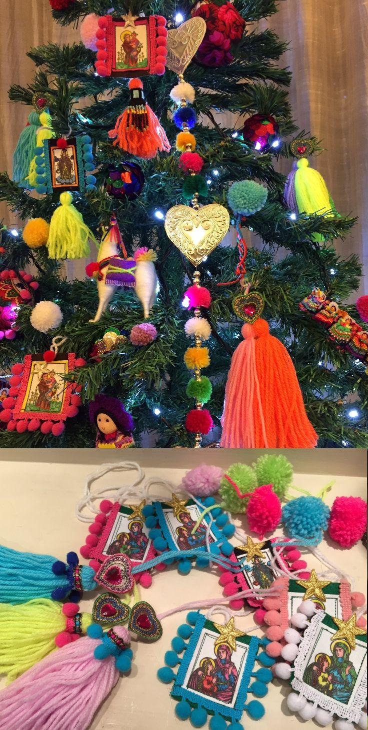 """L'8 dicembre è, nell'immaginario collettivo, il giorno in cui inziano gli addobbi che ci portano alla festività del Santo Natale. Che sia tradizionale o innovativo, il """"vestito"""" dell'albero natalizio unisce tutti, dai bambini ai ragazzi ma anche genitori e persone anziane. Non solo gli inizi delle """"feste"""" ma anche puro divertimento come dichiara Lucia la creativa proprietaria di Boudoir lucymay una deliziosa boutique, in stile parigino, situata nel centro della Napoli storica."""