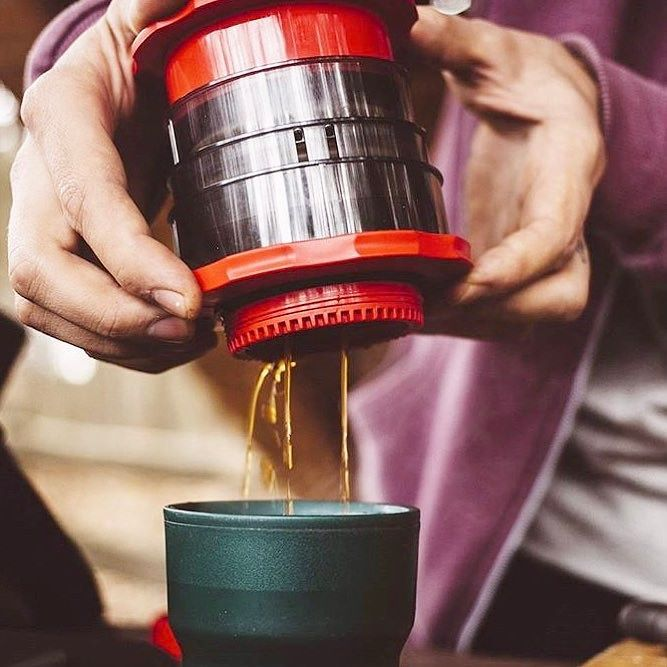 The Cafflano Kompact perfect portable and green coffee maker! Shop Cafflano @alternativebrewing Link in Bio  Full Video Online |by @coffeeteatrip