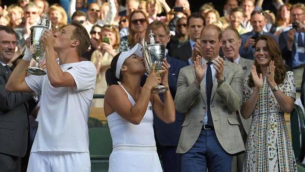 Kontinen ja Watson juhlivat voittoaan antamalla pokaaleille pusut. Prinssi William ja herttuatar Catherine antoi voittajakaksikolle aplodit.