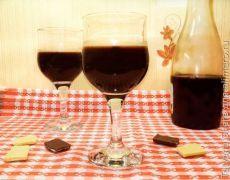 Шоколадный ликер,такого вкусного напитка вы ещё не пробовали!! не рецепт а просто находка!!!