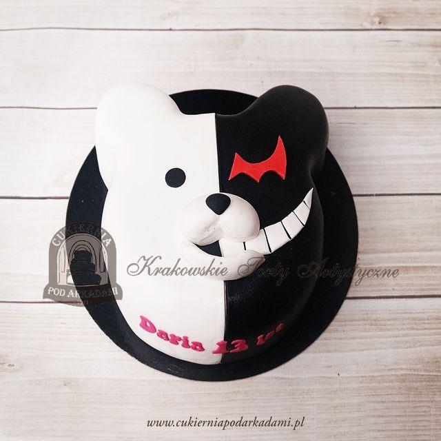 185BA Tort z miśkiem pół na pół - czarny i biały charakter. Half-black &half-white character cake.