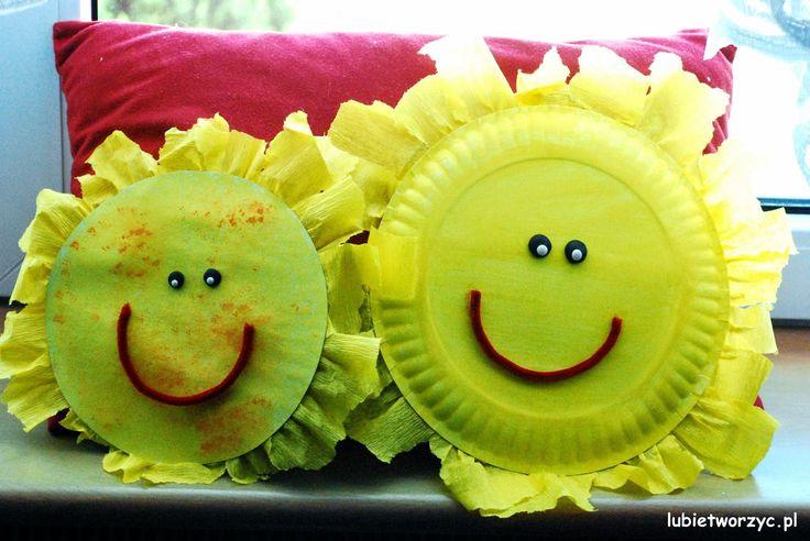 Słońce z papieru i bibuły marszczonej   #lubietworzyc #DIY #handmade #howto #preschool #kindergarten #instruction #instrukcja #jakzrobic #krokpokroku #przedszkole #dekoracje #decorations #kidscraft #papercraft #bibulamarszczona #tissuepaper #slonce #sun