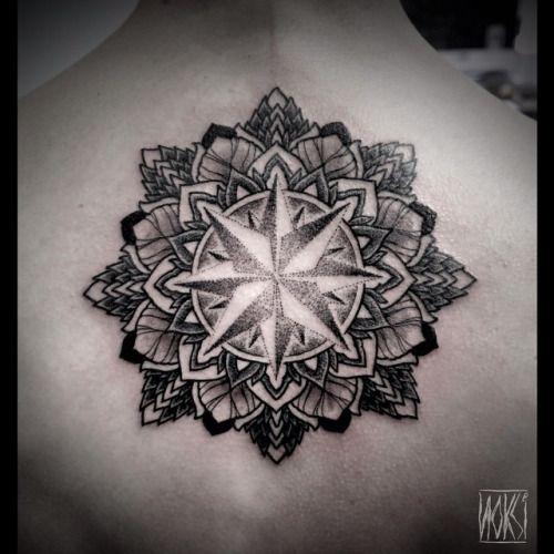 1000 id es propos de tatouage rose des vents sur pinterest tattoo boussole tattoo rose des - Tatouage mandala homme ...