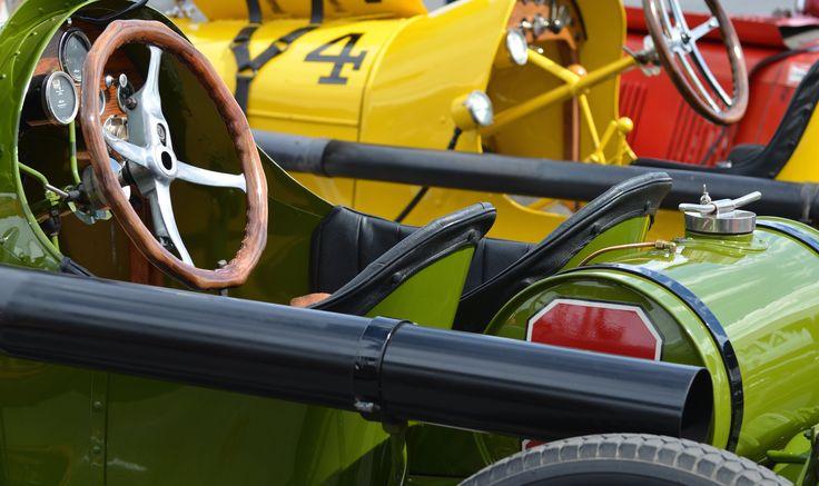 Jurassic Ford Racing (© Claus Mueller) http://www.classicmotourist.blogspot.de/2014/08/monterey-car-week-2014.html