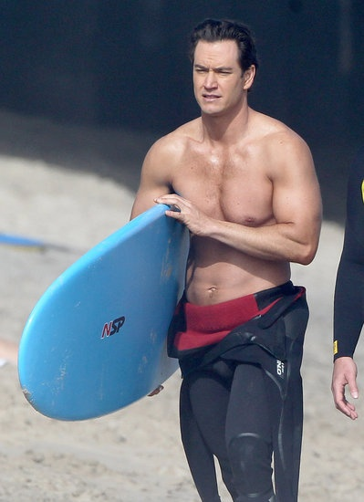 Mark-Paul Gosselaar (or better known as Zack Morris) looks buff on the beach for Franklin and Bash #shirtless