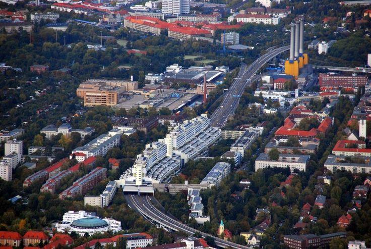 Wilmersdorf Autobahnüberbauung Schlangenbader Straße / Bundesautobahn 104,Luftbild Luftbilder Luftaufnahme Luftaufnahmen,vue aérienne,aerial photo,aerofotografia,fotografie ze vzduchu,luftfoto