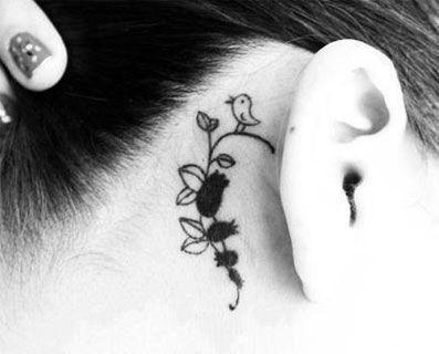 Fotos de tatuajes pequeños para mujeres de frases, elegantes y detrás de la oreja