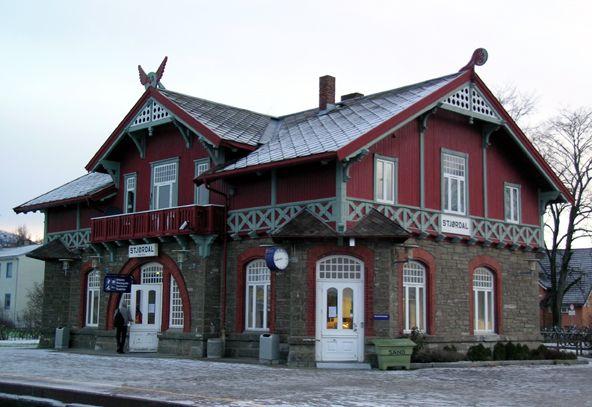 Stjørdal railway station (1902) - architect Paul Due / Stjørdal jernbanestasjon - sveitserstil, tegnet av arkitekt Paul Due, åpnet i 1902.
