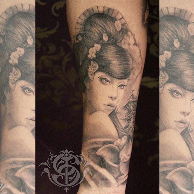 #caromontoyatattoo #tattoo #bngtattoo #bng #tatuaje #blackandgrey #blackandgreytattoo #geisha #geishatattoo #colombiatattoo