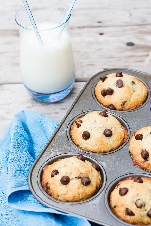 Banana Chocolate Chips Muffins + 5 Triple-Tasted Recipes with Bananas - La Cuisine d'Helene #muffins #chocolate #banana #desserts #sweets