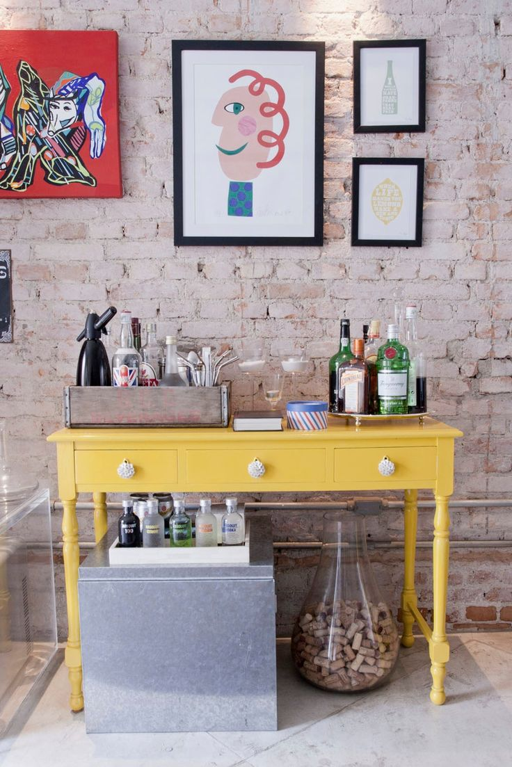 Yellow Bar! One of the items that I like the most is the clown painting by Gustavo Rosa...