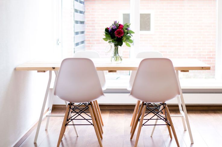 De verhuisdozen zijn uitgepakt en dus zijn we gestart met het maken van meubels, waaronder een zelfgemaakte eettafel. Bekijk het resultaat op Woonguide.nl!
