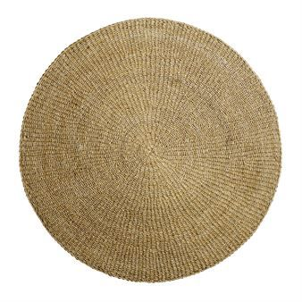 This sea grass rug from the Danish brand Bloomingville is made from soft and durable sea grass that brings out a natural and warm atmosphere. The rug should ideally be placed in a large room. Meticulously crafted, this rug can easily complemet other interior pieces.