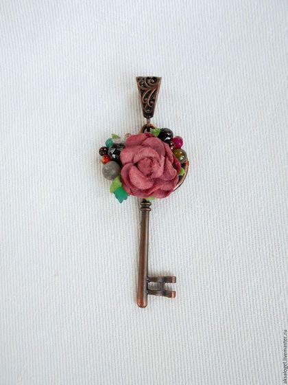 Кулоны, подвески ручной работы. Ярмарка Мастеров - ручная работа. Купить Ключ от старой калитки. Handmade. Коричневый, роза, лабрадор