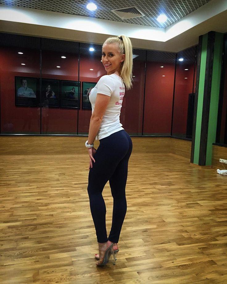 """У меня сегодня поток публикаций  спам просто  но есть повод! Девушки в воскресенье в 12.00 набираю группу на позирование! Адрес: Каширское шоссе 55а фитнес-центр """"Миллениум"""" @millenniumfitness Запись через директ! #позинг #фитнес #фитнесбикини #бикини #fitness #trainer #worldchampion #yuliaushakova #personaltrainer by yulia_ushakova http://ift.tt/1RcSL5e"""