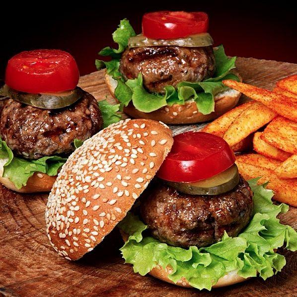 Mini Burgerler - Beeves Burger /  Istanbul ( Erenköy - Bağdat Caddesi )  Tel : 0216 363 14 29  Fiyat : 20 TL  Not : 105gr hamburger köftesi, (Sade, dana bacon ve cheddar peynir'li