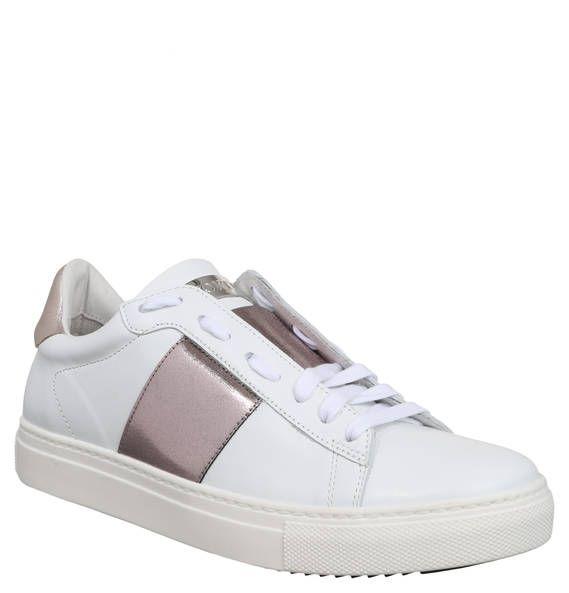#STOKTON #Sneaker, #Metallic #Look, #Leder Sneaker für Damen von STOKTON mit Details im Metallic-Look und dekorativer Label-Plakette auf der Lasche. Aus hochwertigem Leder für hohen Tragekomfort. Die modischen Sneaker für Damen aus dem Hause STOKTON bringen jedes Outfit zum Glänzen. Ein breiter Streifen, sowie ein Fersenelement im schimmernden Metallic-Look verleihen den Schuhen das gewisse Etwas. Dabei sind sie aus hochwertigem Leder gefertigt. So sorgen die Sneaker für entspannte Tage…
